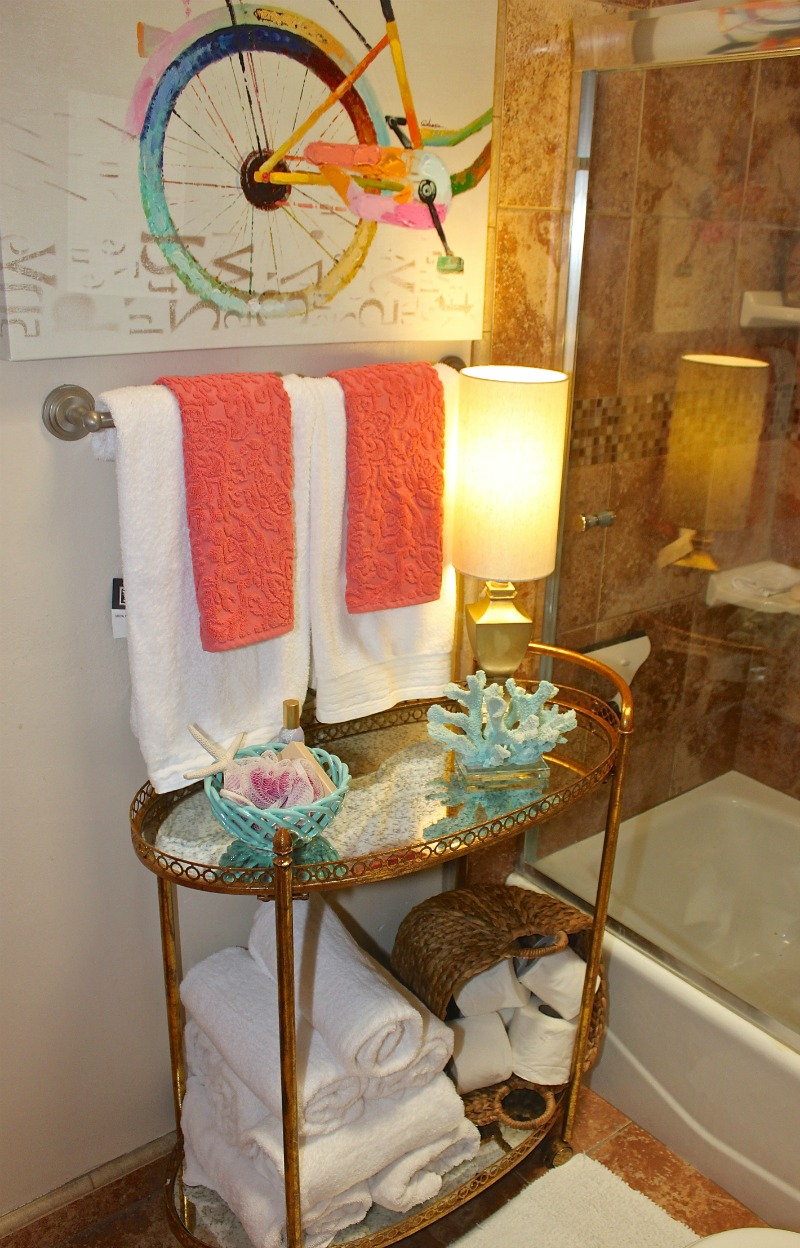 bathroom style staging 1