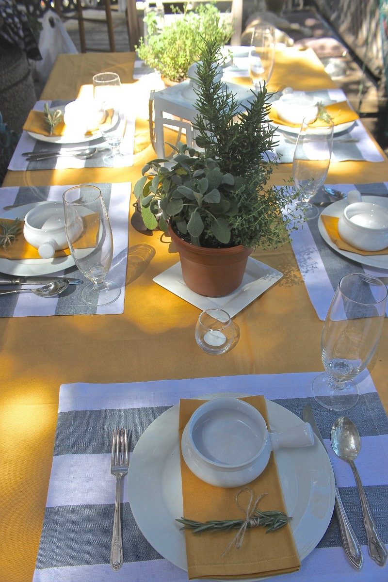 simple tables for easy entertaining