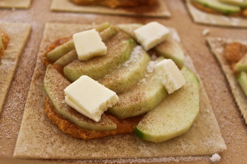 Tarte with apples and pumpkin cream cheese